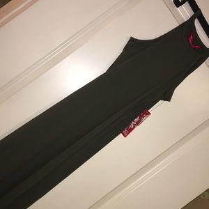 Dresses & Skirts - Flattering Maxi Dress